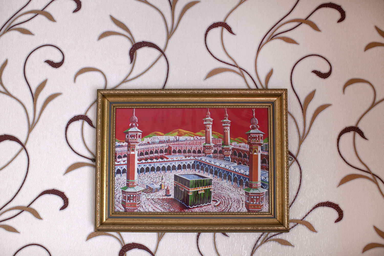 Mecca Medina sourounded by red and gold © Mahtab Hussain - The Quiet Town of Tipton